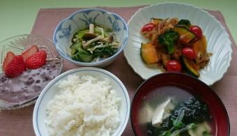 【献立(予定)】 ◆ごはん ◆魚の南蛮酢炒め ◆青菜の蒸し煮 ◆焼きのりの中華風スープ ◆牛乳しるこ *変更になる場合があります
