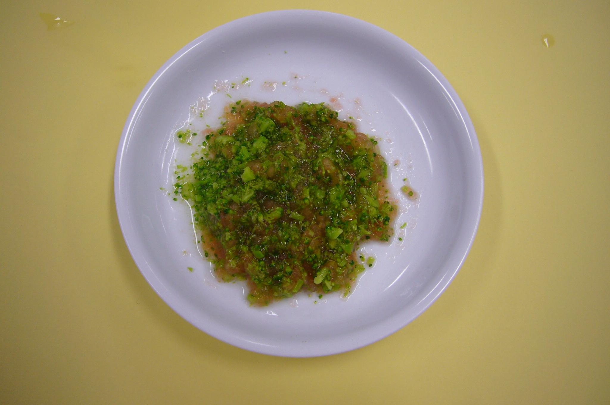 ブロッコリーとトマトのサラダ(大人からの取り分けメニュー)