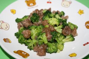 離乳食 ブロッコリーと牛肉の炒め物(12か月から18か月頃)