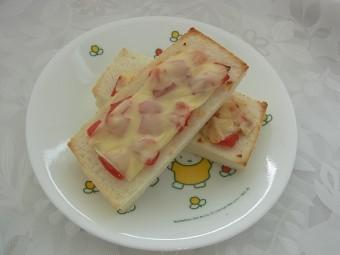 離乳食 ピザ風トースト(12か月から18か月頃)